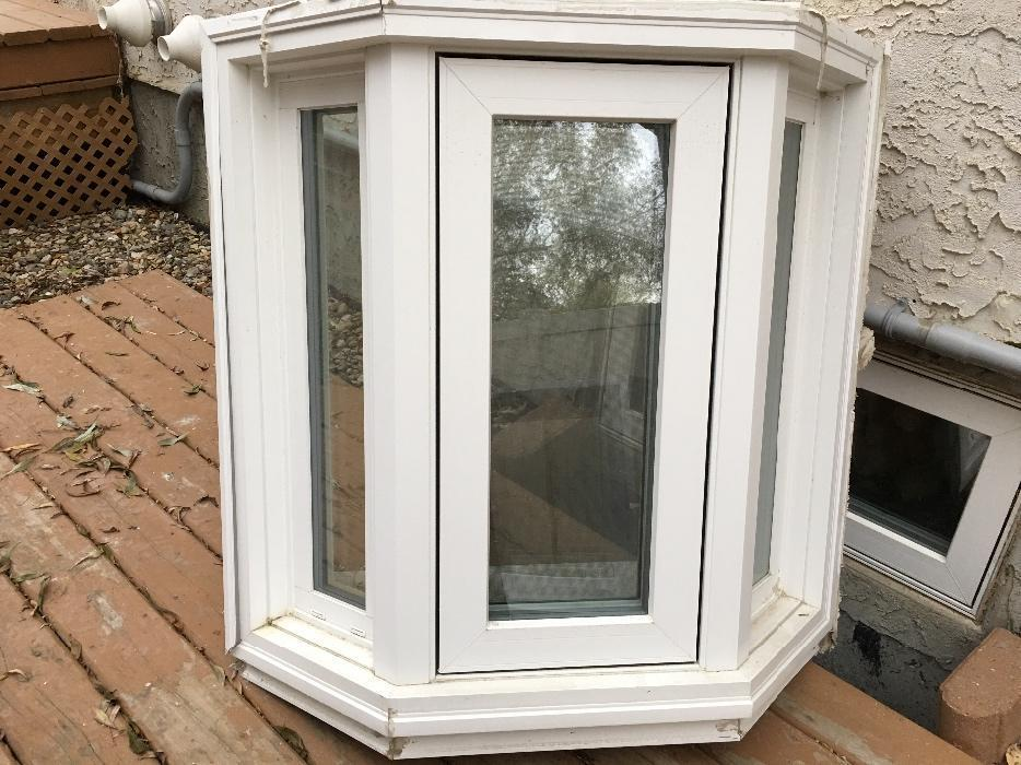 Vinyl triple pane low e argon bay window east regina regina for Vinyl bay window