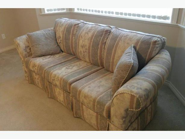 Sofa And 2 Matching Armchairs Saanich Victoria