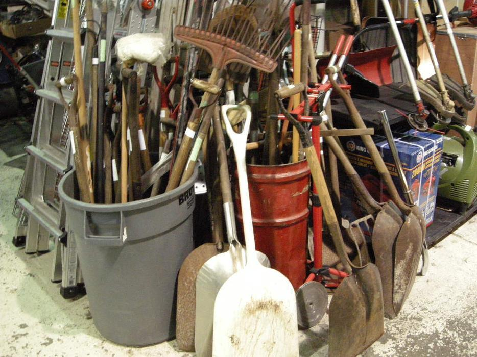 Gardening tools shovels rakes pitchforks victoria city for Gardening tools victoria