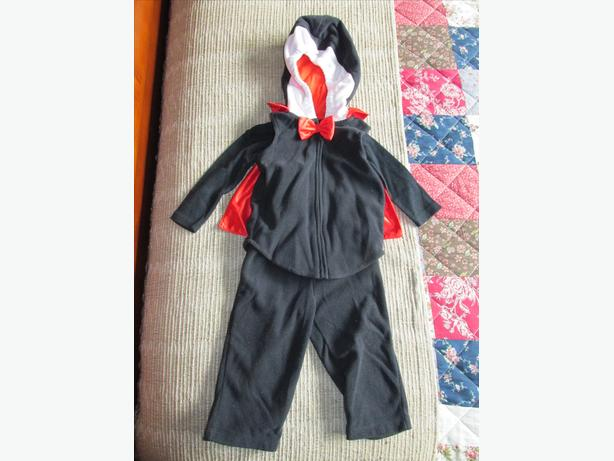 Carters 3 piece Vampire costume size 6-9 mos