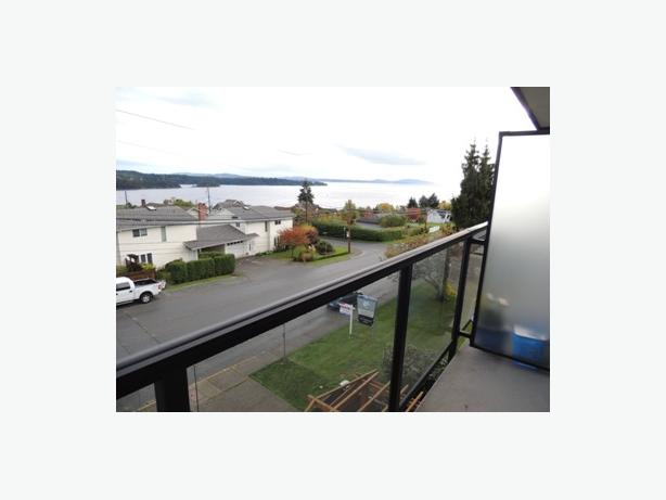 1 bedroom condo available immediately - Ladysmith
