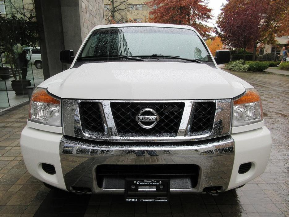2008 nissan titan se crew cab 4x4 on sale no accidents outside cowichan valley cowichan. Black Bedroom Furniture Sets. Home Design Ideas
