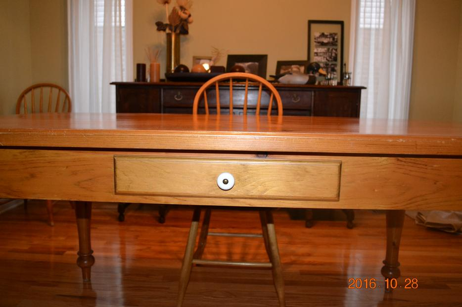 Classic Pine Harvest Table and Chairs 70x40 Gloucester  : 55983708934 from www.usedottawa.com size 934 x 622 jpeg 60kB