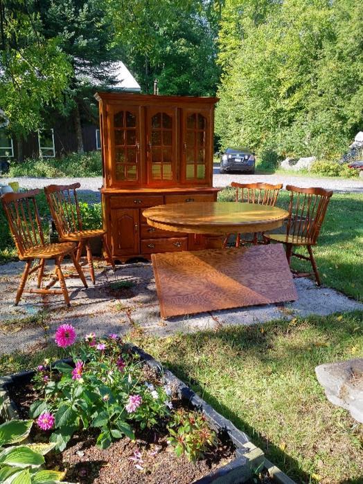 Oak Dining Table amp Hutch Kanata Ottawa : 55993611934 from www.usedottawa.com size 524 x 700 jpeg 120kB