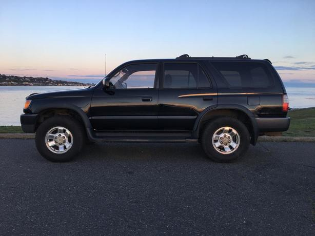 1997 toyota 4runner sr5 4wd black victoria city victoria. Black Bedroom Furniture Sets. Home Design Ideas