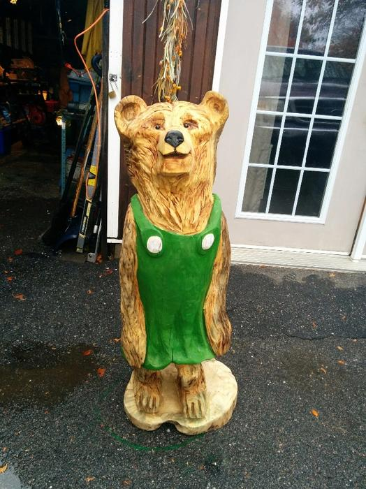 Chainsaw carved mama bear aylmer sector quebec gatineau