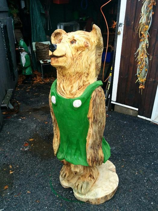Chainsaw carved mama bear aylmer sector quebec ottawa