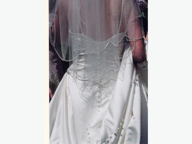Stunning ivory wedding gown size 6 8 xs qualicum for Wedding dress cleaned and boxed