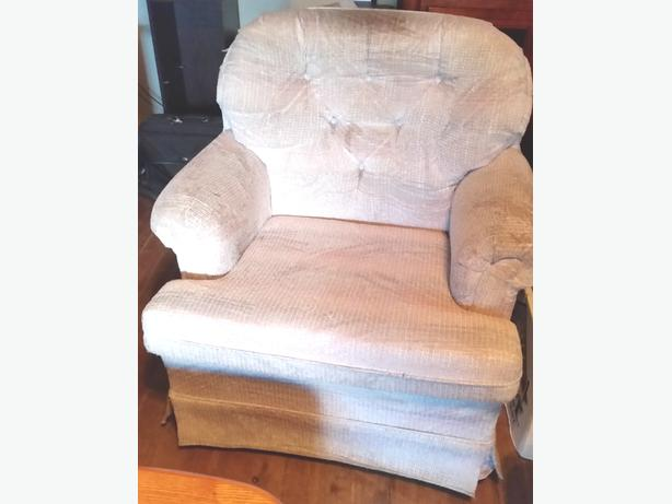 Couch Sofa And Chair Pick Up Only In Ladysmith Ladysmith
