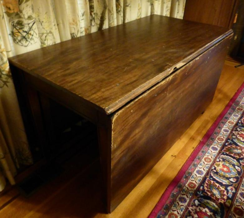 Free dining table victoria city victoria mobile for Dining room tables victoria bc