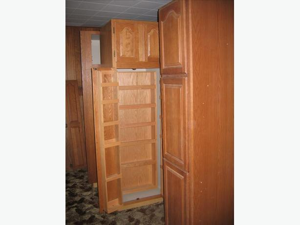 Colonial oak kitchen cabinet package saanich victoria for Kitchen cabinet packages
