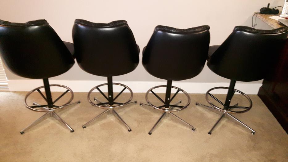 4 Black Leather Swivel Bar Stools South Nanaimo Nanaimo