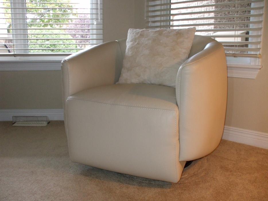 Leather Chair Mobilia Kanata Ottawa Mobile