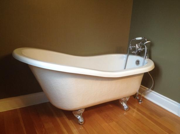 Clawfoot modern bathtub esquimalt view royal victoria for Modern claw foot tub