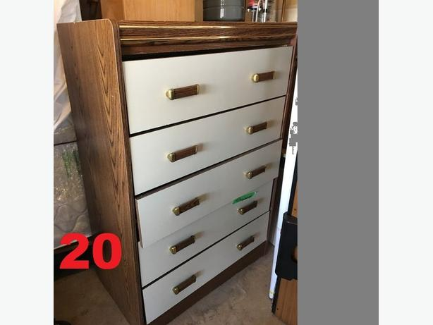 Dresser in good condition for sale!!!