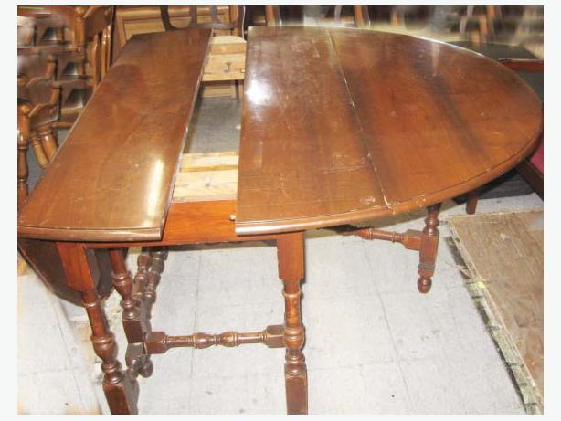 Antique hardwood oval gate leg dining room table mahogany for Dining room tables victoria bc