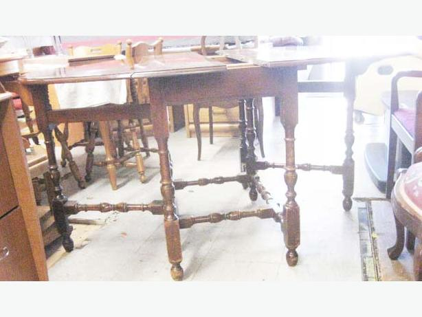 Antique Hardwood Oval Gate Leg Dining Room Table Mahogany
