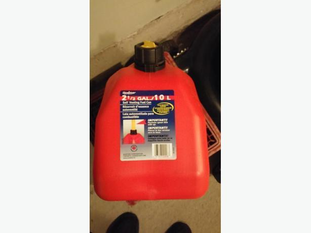 9.4L Red Plastic Gas Can (Never Used)