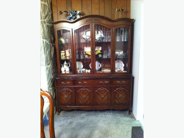 Dining room table, chairs, china cabinet and buffet