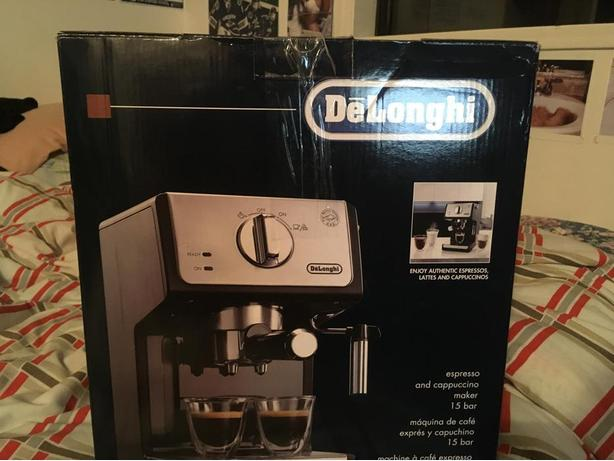 BRAND NEW Delonghi Espresso & Cappuccino Maker 15 Bar Saanich, Victoria