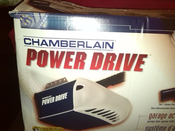 Chamberlain Garage Door opener with 2 remotes