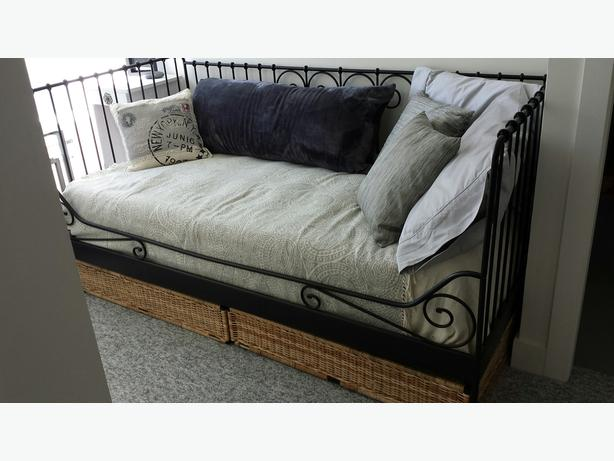 twin daybed with under bed storage and matching mirror victoria city victoria. Black Bedroom Furniture Sets. Home Design Ideas