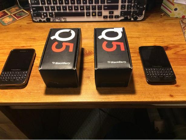 Blackberry Q5 Phone with Case
