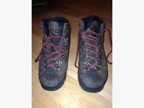 Nike leather hiking boots