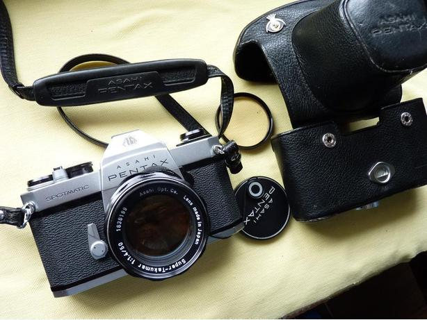 Pentax Spotmatic SP ll 35mm film camera  w. 50mm 1.4 lens