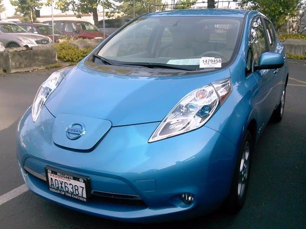 2013 Nissan LEAF SV – Quick Charge Package – Navigation – M8533