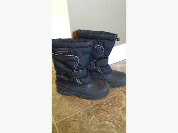 Size 3 boys winter boots Saanich, Victoria