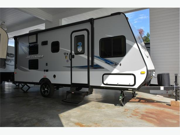 2017 Jayco Jay Feather 19 BH