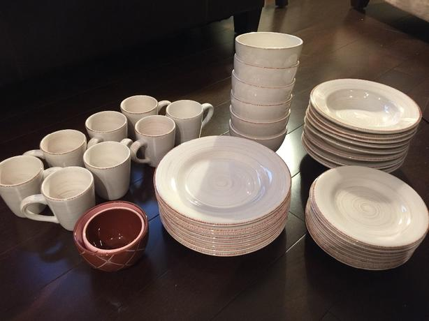 Tag Dinnerware Set for 8