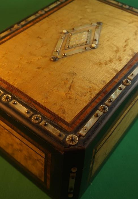 4u2c antique birds eye maple box with mother of pearl and for Meuble fraser montreal
