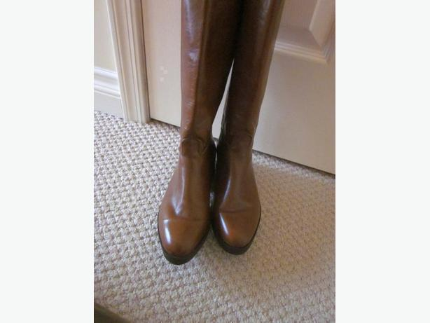 Boots from Paris size 6