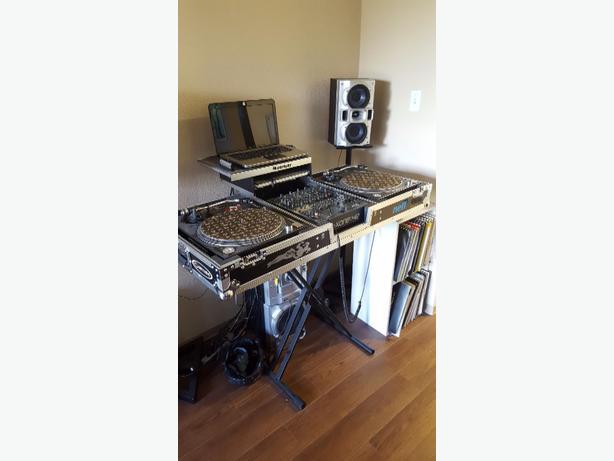 """turntable set-up / DJ gear"""