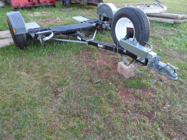 DEMCO CAR TOW DOLLY ! !