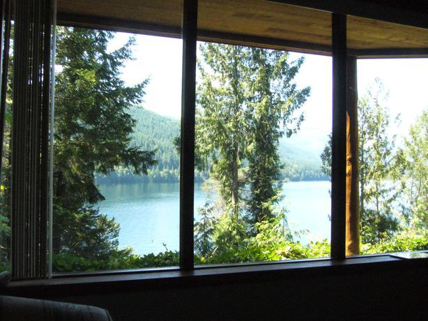 Sproat Lakefront Modern Furnished 1br Suite Avail till May 30
