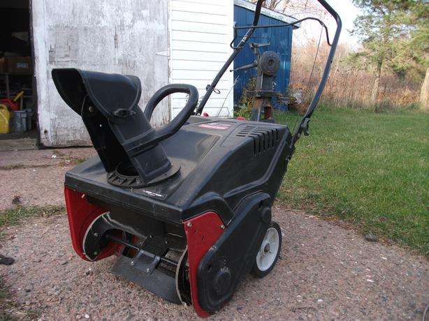 "Craftman Small Gas Powered Snowblower 21"" 4 Cycle Engine (123CC)"