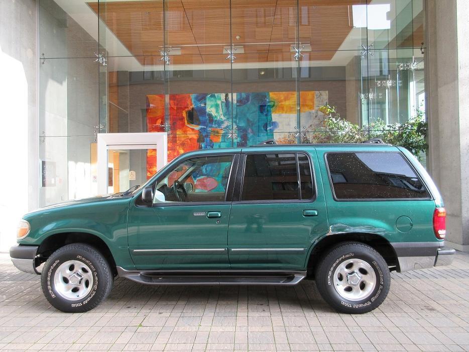 2001 ford explorer xlt 4x4 on sale local vehicle. Black Bedroom Furniture Sets. Home Design Ideas