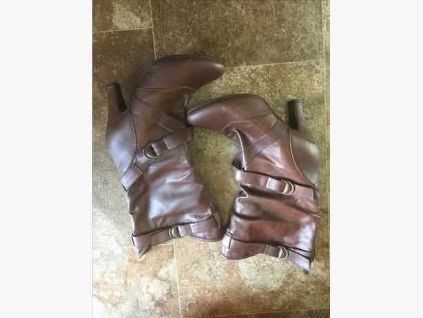 WOMENS BOOTS SIZE 8- LOTS AND IN GREAT SHAPE