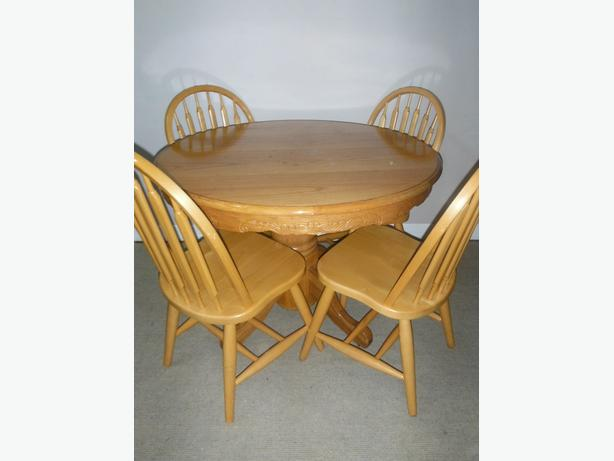 solid wood dining room pedestal table and 4 chairs