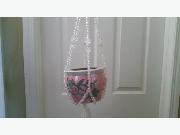Ceramic pot with bead hanger