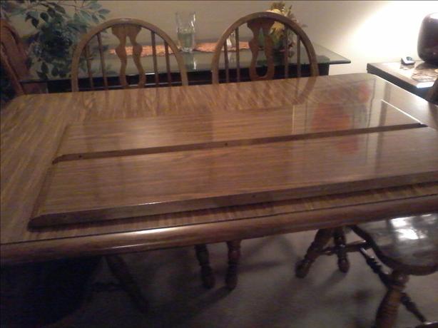 Oak Dinnig Room Table