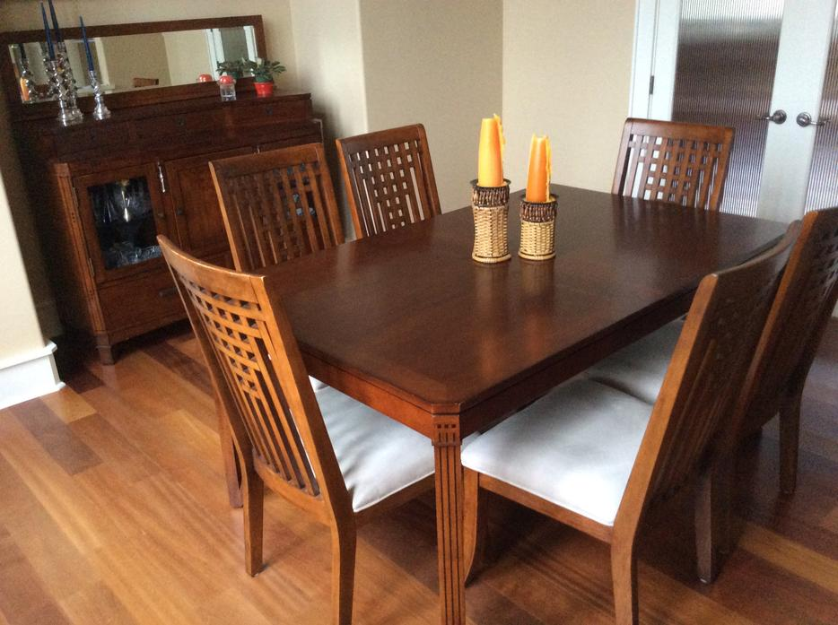 Dining room table chairs and buffet qualicum nanaimo for Dining room tables kelowna