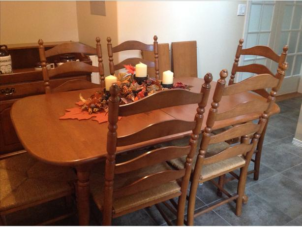 Vilas Maple Dining Table With 6 Ladderback Chairs