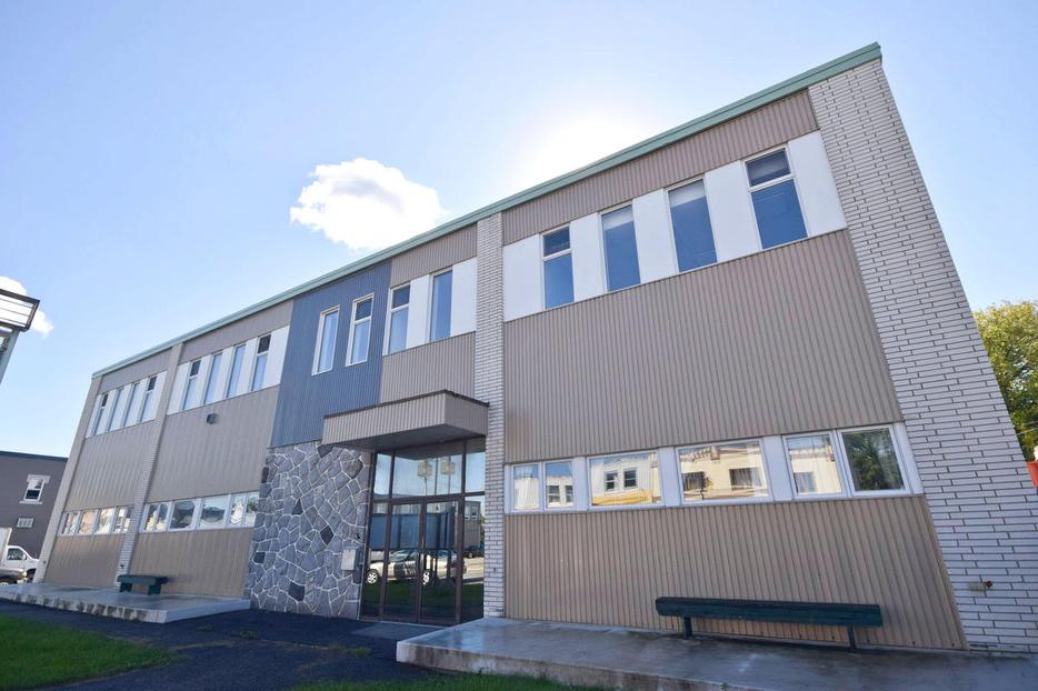 Commercial space for lease industrial warehouse office central ottawa inside greenbelt - Small commercial rental space photos ...