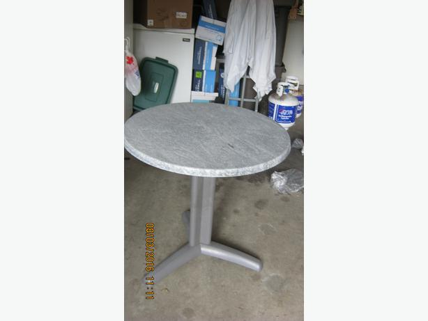 30 Quot Round Single Pedstal Rubbermaid Patio Table Victoria