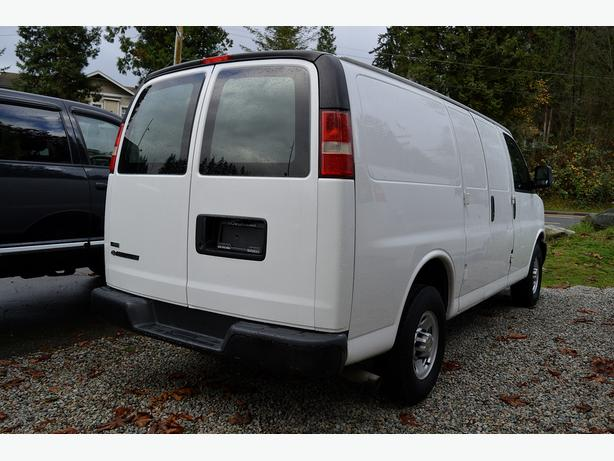 2011 chevrolet express cargo van v8 ac bulkhead surrey. Black Bedroom Furniture Sets. Home Design Ideas
