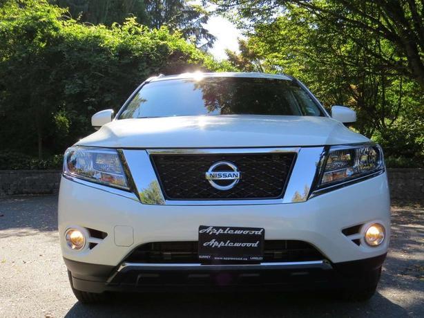 2016 Nissan Pathfinder SV 7 Passenger